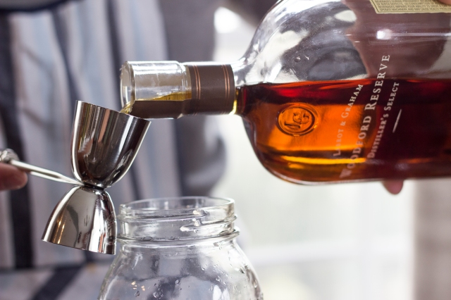 woodford_pour
